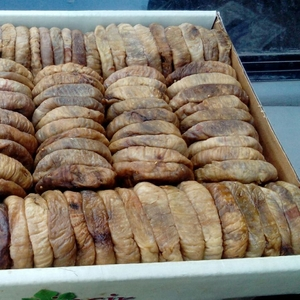 Сухофрукты: инжир вяленый в коробках