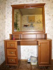Продам туалетный столик с большущим зеркалом